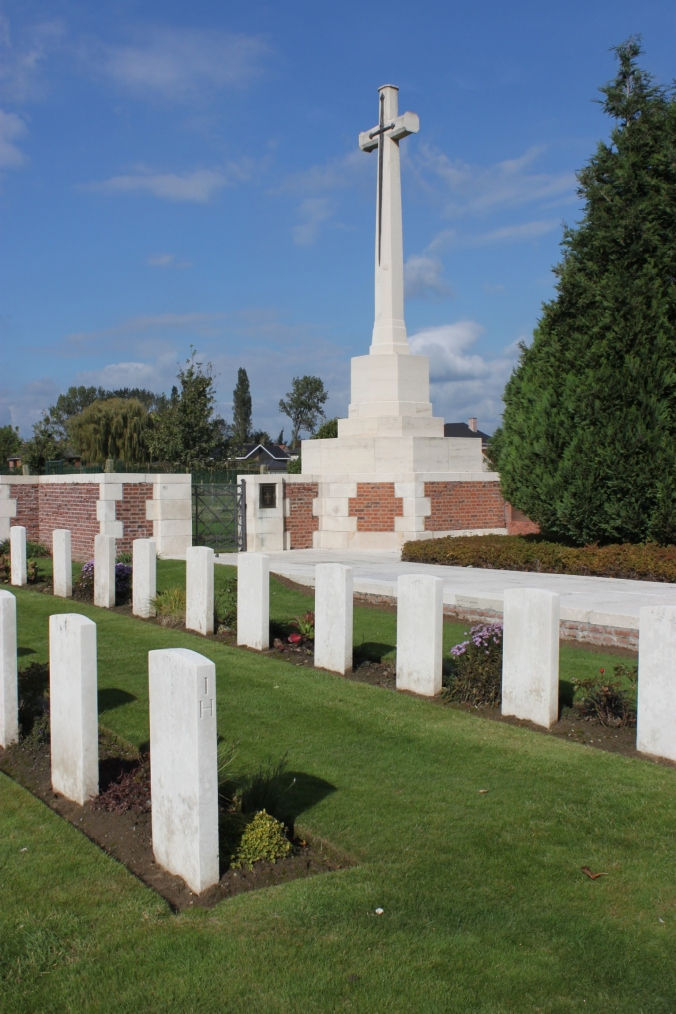 RENINGHELST NEW MILITARY CEMETERY , Belgium