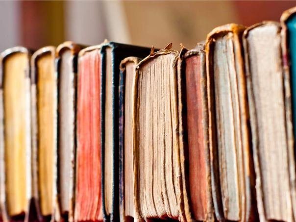 why-you-love-the-smell-of-old-books